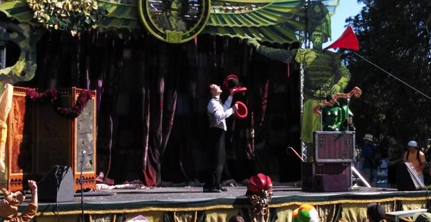 tour-de-fat-hat-juggler